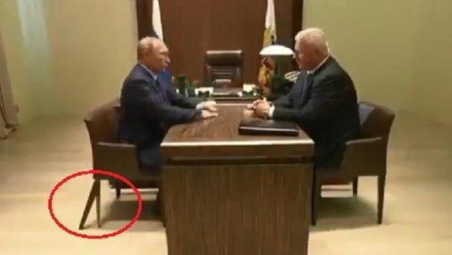 С Путиным случился необычный инцидент во время встречи: курьезное видео
